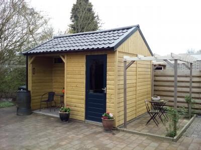 Tuinhuis, schuur van rabatdelen en dakpanplaten 12518 Rovac Winschoten Groningen.jpg